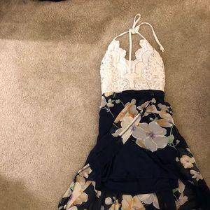Dresses & Skirts - Floral summer style dress.